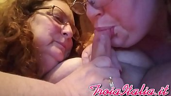 madres solteras conocer Blindfolded two men