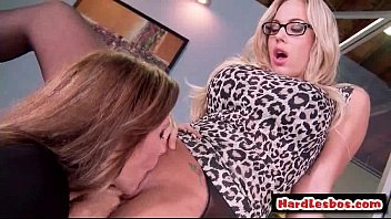 lesbians two cute youthfull Divide a noiva