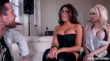devine ava hosed footjob Real housewives devouring this guys throbbing dick
