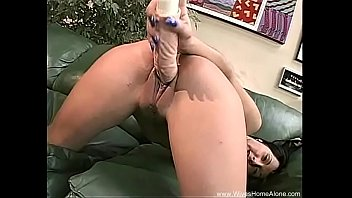 getting in close her pussy real up is wet Virgin crying first sex