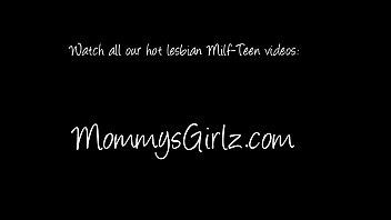 visit bed and mom in fuck her Milf getting fucked in her wet asshole