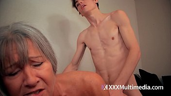 sex son mom www Candid pussy slip water